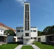 Foto věže Sboru kněze Ambrože v Hradci Králové – domova budoucí zvonohry